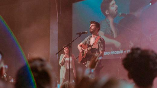 «Probar y verte», poderoso nuevo sencillo de adoración en vivo de Majo y Dan.