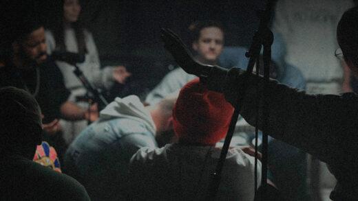 La banda Living lanza el EP «aquí, amén.», grabado en vivo en un estudio de Medellín